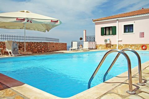 Sarantos Pool Suites