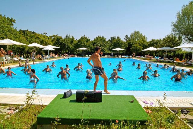 Parco delle piscine camping sarteano itali arke for Camping delle piscine sarteano siena