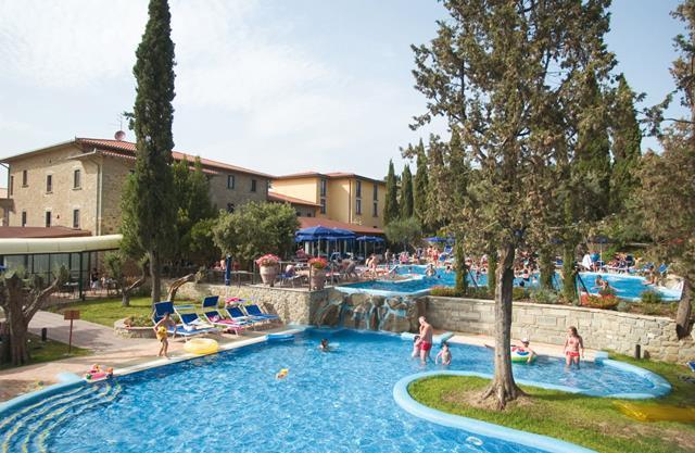 Villa paradiso village hotel passignano sul trasimeno for Mobili 82 tuoro sul trasimeno