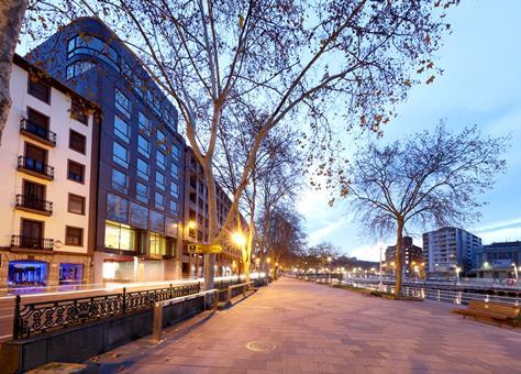 Autovakantie Barceló Bilbao Nervión in Bilbao (Baskenland, Spanje)