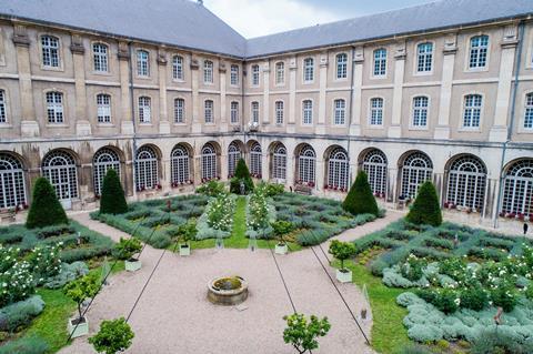 Autovakantie Abbaye des Premontres in Pont à Mousson (Lotharingen, Frankrijk)