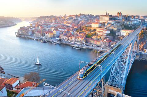 Last minute zonvakantie Costa Verde 🏝️10 daagse fly drive Porto & de Spaanse fjorden