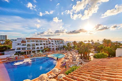 Fergus Style Bahamas Spanje Balearen Playa d'en Bossa  sfeerfoto groot