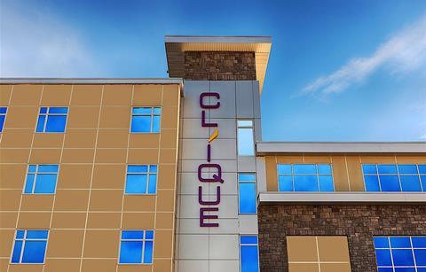 Clique Calgary Airport