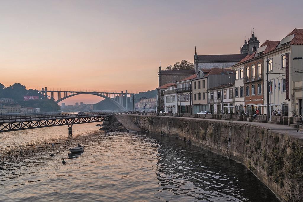 Vila Gal� Porto Ribeira