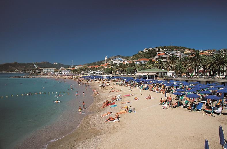 Zand of kiezelstrand bij het roquetas strand sunweb forum