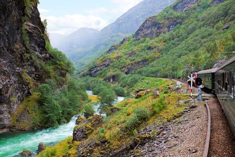 Top autovakantie  🚗️13-daagse rondreis Beleef de Noorse natuur
