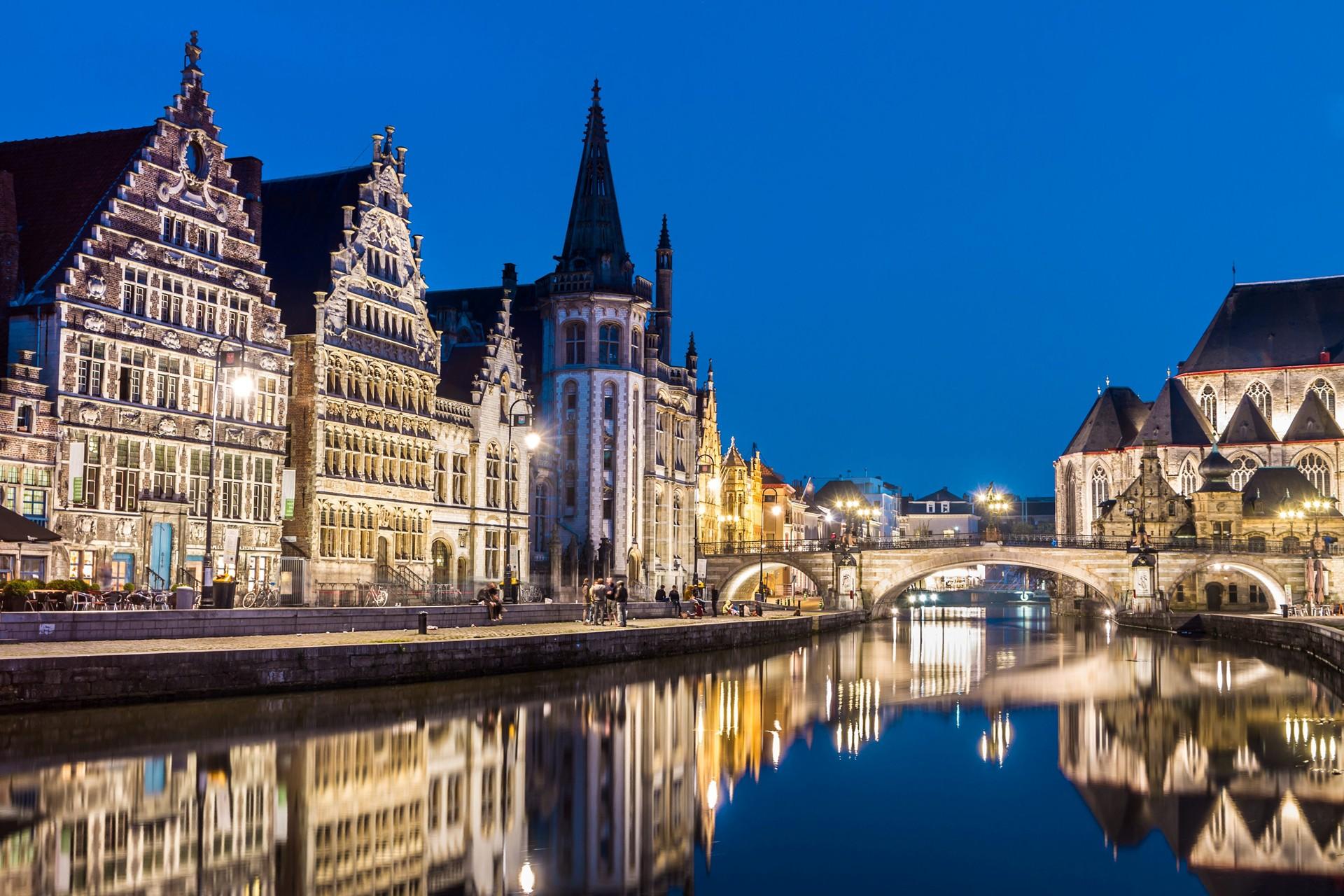 Afbeeldingsresultaat voor Gent kleinste café van de stad, is de Graslei